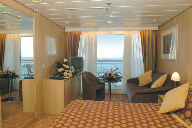 Msc sinfonia cruise ship photos schedule itineraries for Balcony cabin cruise deals