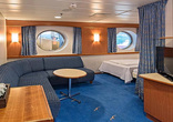 Large cabin on middle deck